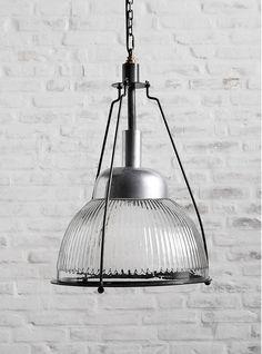 Deze gave lamp komt van het Deense merk Nordal. Interesse in deze mooie lamp? Neem dan gerust contact op met ons www.wantsandneeds.nl