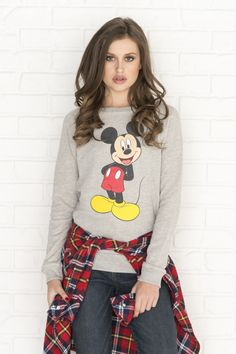 Get the latest trends in women's clothing at Ardene. Shop fashion tops, bottoms, dresses, and more in a variety of styles, fabrics and prints for all seasons. Mickey Mouse Sweatshirt, Graphic Tees, Graphic Sweatshirt, Girl Outfits, Fashion Outfits, Retro Fashion, Womens Fashion, Boyfriend Tee, T Shirts For Women