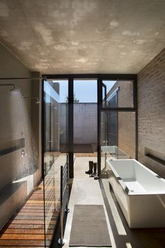 Uninterrupted sun filters into the main bathroom from the private courtyard. The timber shower deck flows continuously into an outdoor shower, perfect for those warm summer days.