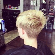 If your style is more edgy than cute, there are some amazing new short, spikey pixie cuts for women this season! The short and spiky pixie haircut is very. Short Spiky Hairstyles, Popular Short Hairstyles, Short Pixie Haircuts, 2015 Hairstyles, Undercut Hairstyles, Hair Undercut, Bangs Hairstyle, Short Undercut, Medium Hairstyles