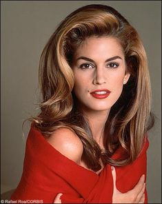 Top Fashion Model Cindy Crawford Biography and Photos and Videos Diy Outfits, Style Outfits, Cindy Crawford, Fashion Guys, Look Fashion, Fashion Models, 1990 Hairstyles, Wedding Hairstyles, Winter Hipster