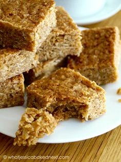 Classic British sweet oat bar treat They're soft, chewy and super easy to make! Today I'm sharing one of my favourite childhood treats Classic flapjacks are gooey, buttery, sweet an… is part of Flapjack recipe - Easy Flapjacks, Golden Syrup Flapjacks, Golden Syrup Porridge, Yummy Treats, Sweet Treats, Yummy Food, Flapjack Recipe Chewy, British Flapjack Recipe, Cookies