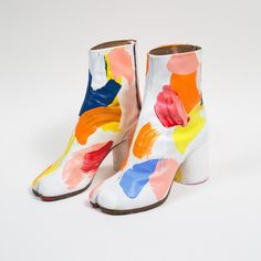 Maison Margiela X Totokaelo shoes design style creativ color fashion collection inspiration moda ayakkab highfashion stil tasarm Dr Shoes, Sock Shoes, Cute Shoes, Me Too Shoes, Tabi Shoes, Trendy Shoes, Crazy Shoes, Mode Blog, Aesthetic Shoes