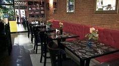 Envelopamento de mobiliário, adesivação de mesas com laminação antiderrapante.