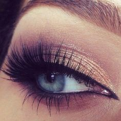 Soft gold on the lid, beautiful long lashes and beautiful eye colour.