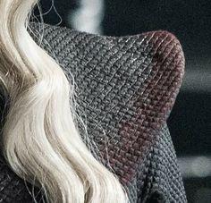 Danerys Targaryen Costume, Daenerys Targaryen Season 7, Got Costumes, Good Knight, Game Of Thrones Series, I Love Games, Beautiful Costumes, I Am A Queen, Mother Of Dragons