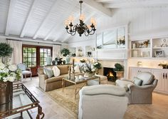 Gorgeous traditional style beige and white cozy living room decor with english roll arm sofa French Style Homes, Custom Mirrors, Pent House, Neutral Colors, Family Room, Gallery Wall, Layout, Inspiration, Home Decor