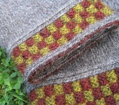 Lappone: Twined knitting in the middle of Summer