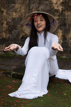 Beautiful Vietnamese girl in Ao Dai #VietnamGirl, #AoDai
