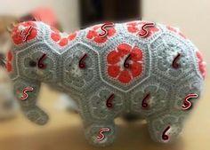 Дорогие рукодельницы, извиняюсь может фотографии слона не очень качественные, но пока так. Для вязания слона потребуется 43 мотива: 20 штук на 6 лепестков, два из них это уши но надо смотреть по размеру слона чтобы не были маленькими или большими. Crochet Elephant Pattern, Crochet Hippo, Crochet Dinosaur, Crochet Patterns Amigurumi, Crochet For Kids, African Flower Crochet Animals, Crochet Flowers, Crochet Ball, Crochet Chart