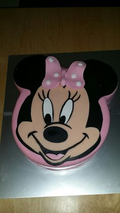 Minnie mouse torte Minnie Mouse, Disney Characters, Cake, Desserts, Food, Fondant Cakes, Pie Cake, Meal, Cakes