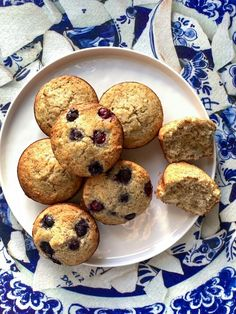 Delicious Gluten-free Maize Blueberry muffins. This is the perfect recipe if you do not have a lot of ingredients in the house. I got a message during lockdown from my friend Zelda that said she only got 2 ingredients maize meal and frozen blueberries and she wants to bake gluten-free muffins. After a few test recipes I got Gluten Free Blueberry, Gluten Free Muffins, Frozen Blueberries, Blue Berry Muffins, 2 Ingredients, Perfect Food, Almond Flour, Wine Recipes, I Foods