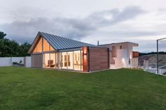 Cymon Allfrey of Cymon Allfrey Architects took out the Residential New Home over 300sqm award with this property.
