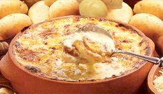 Batatas cozidas, temperadas com orégano e envoltas no Creme de Leite NESTLÉ® e gratinados.