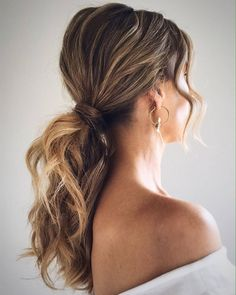 Can't decide on which cute easy hairstyles to rock on Memorial Day? Check out these effortlessly pretty 'dos that will make your mane the star of the show! Cute Hairstyles, Braided Hairstyles, The Undone, Instagram Hairstyles, Types Of Braids, Head Shapes, Gradient Color, You Look, Instagram Fashion