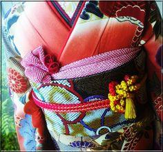 お振袖の帯結び&帯締め・帯揚げアレンジ〈同志会25年度編〉 | 素敵大好き♪美輝美容室 All About Japan, Wedding Kimono, Japanese Fabric, Paracord, Diaper Bag, Pattern Design, Pretty, Yahoo, Outfits