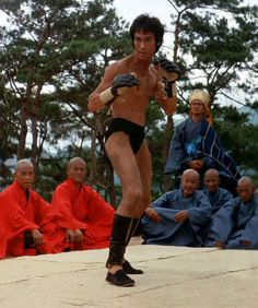 Tribute to Bruce Lee the legend : 画像 Bruce Lee Master, Action Icon, Bruce Lee Movies, Bruce Lee Martial Arts, Spartacus Workout, Bruce Lee Photos, Romantic Comedy Movies, Martial Arts Movies, Brandon Lee