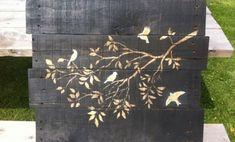 Upcycled Kunst - kreative Ideen für Wanddekoration aus Holzpaletten
