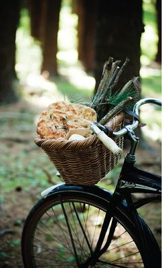 Baskets on bikes. Of course I want to hop on my bike to fetch some focaccia bread!