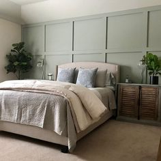 14 Fabulous Rustic Chic Bedroom Design and Decor Ideas to Make Your Space Special - The Trending House Bedroom Green, Cozy Bedroom, Bedroom Colors, Home Decor Bedroom, Bedroom Furniture, Bedroom Black, Bedroom Boys, Bedroom Simple, Bedroom Classic