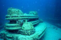 まさに海底遺跡のような雰囲気・・・。