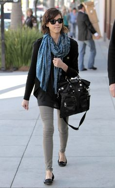 such a subtle, nice casual outfit (Jessica Alba) <3 her style