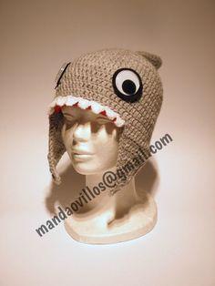 gorro de lana hecho a mano. tiburón.