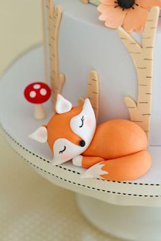 Cake with zucchini bacon and goat's cheese - Clean Eating Snacks Bolo Fondant, Fondant Cake Toppers, Fondant Icing, Fondant Cakes, Cupcake Cakes, Cupcake Toppers, Woodland Theme Cake, Fox Cake, Prince Cake