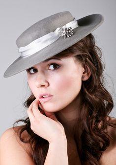 šedostříbrný klobouk   Zboží prodejce Poppy the Hatter 490cd20a5f