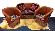 Sala Tehuana, color cafe claro - bordada. Mexican Furniture, Mexican Home Decor, Mexican Style, Armchair, Diy, Restaurant Ideas, Ideas Para, Culture, Decoration