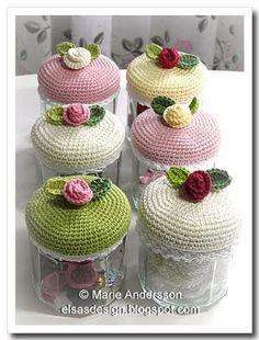 Very cute crochet jar covers! Love Crochet, Crochet Gifts, Beautiful Crochet, Diy Crochet, Crochet Flowers, Yarn Crafts, Sewing Crafts, Crochet Jar Covers, Crochet Amigurumi