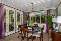 Picture brunch with the girls in this sunny dining room!  #brunch #diningroom #naturallight