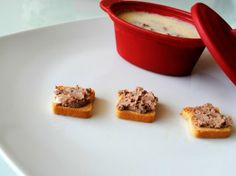 Chicken liver pate | Jurnalul Unei Cookaholice Chicken Liver Pate, Chicken Livers, Delicious Food, Muffin, Pudding, Breakfast, Desserts, Morning Coffee, Tailgate Desserts