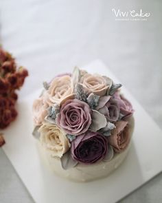 지니쌤표 앙금 플라워 보라보라한 색감. . .  Rice Cake. Bean paste flowercake. . . . www.vivi-cake.com Vivicake studio . . 지니쌤의 앙금 플라워. 더 많은 사진은 블로그에 올려놨어요^^ . . #플라워케이크 #앙금플라워 #앙금플라워떡케이크 #앙금플라워케이크 #korea #flowercake #ricecake #koreanflowercake #beanpaste #buttercreamflowercake #flowers #wilton #cake #cakedecoration #piping #vivicake  비비케이크 vivicakeclass@gmail.com