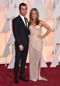 2015 Hottest Oscar Couples- Jennifer Aniston was all smiles on her fiancé Justin Theroux's