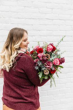 Add a little boho into your holiday decor with this bouqet! Bouquet Delivery, Winter Flowers, Winter Day, Planting Flowers, Floral Arrangements, Boho, Holiday Decor, Plants, Flower Arrangements