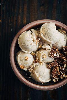 Banana Ice Cream w/ Chocolate Rawnola | Well and Full | #raw #vegan #recipe