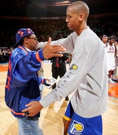 Reggie famously had a trash-talking rivalry with film director Spike Lee, one of the biggest Knicks fans on the planet, a team Miller torched several times in his career. Basketball Tumblr, Basketball Pictures, Sports Basketball, Basketball Players, Basketball Shirts, Shaquille O'neal, Nba Stars, Sports Stars, Kobe Bryant