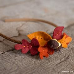 Diadema con hojas de fieltro