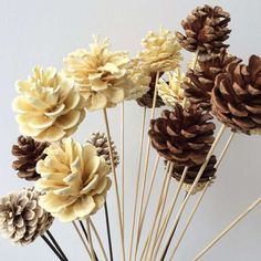 35 Ideas wood crafts christmas pine cones for 2019 Nature Crafts, Fall Crafts, Christmas Crafts, Diy And Crafts, Crafts For Kids, Arts And Crafts, Pine Cone Art, Pine Cone Crafts, Pine Cone Decorations