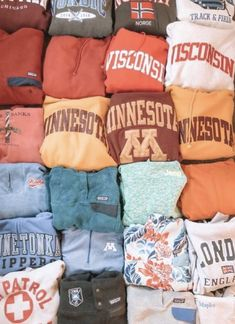 all the comfy sweatshirts! Look Fashion, Teen Fashion, Fashion Outfits, Petite Fashion, Curvy Fashion, Fall Fashion, Trendy Outfits, Fall Outfits, Outfit Winter