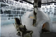 ¿Habéis estado alguna vez en un bar de hielo?   En Laponia Noruega hay uno que se llama Artico Ice Bar, está regentado por españoles y es una auténtica pasada  http://elpachinko.com/viajes-noruega/ice-bar-laponia-cabo-norte/