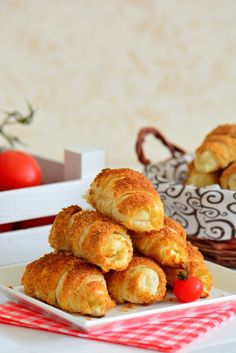 Crispy Pastry (Ready Croissant Pastry) from Ready Made Dough (Hope Basket – Practical Recipes) Cake Recipes, Dessert Recipes, Salty Snacks, Snacks Für Party, Turkish Recipes, Fun Desserts, I Foods, Bakery, Food And Drink