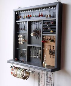 Get A Lifetime Of Project Ideas and Inspiration! Step By Step Woodworking Plans Necklace Storage, Jewellery Storage, Jewellery Display, Jewellery Stand, Diy Jewellery, Bracelet Storage, Bracelet Organizer, Stud Earring Storage, Jewellery Exhibition