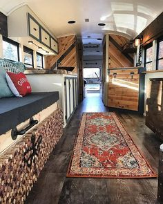 Here is 8 Cheap Things to Maximize a Small Bedroom . Bus Living, Tiny House Living, Bus Interior, School Bus Conversion, Bus Life, Vw T, Truck Camper, Life Is An Adventure, Minimalist Home
