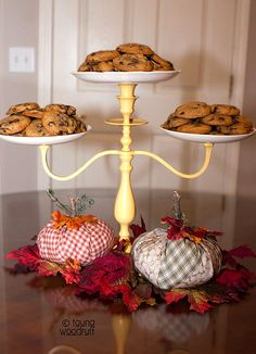 Fun Food Ideas for Fall – Living Creative Thursday Tauna from Creative Confetti turned a Candelabra into a Cake Stand. Cake And Cupcake Stand, Food Stands, Diy Dessert Stands, Tiered Stand, Diy Food, Food Ideas, Diy Cake, Cake Plates, Crafty Craft