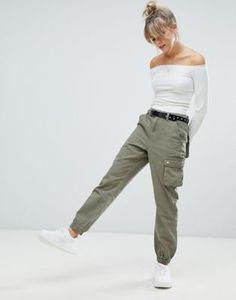 Boohoo cargo trousers in khaki Woman Trousers _________ woman's casual trousers Pantalon Cargo Kaki, Kaki Pants, Khaki Pants Outfit, Green Cargo Pants, Cargo Pants Women, Trouser Outfits, Trousers Women, Women's Pants, Jogger Pants