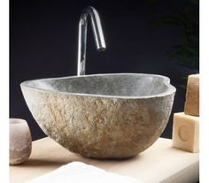 Håndvask I Natursten Til Badeværelset. Håndvasken Er Til Bordmontering.  Håndvasken Måler 22   31