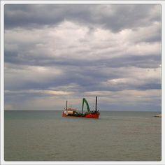 #nave #rossa al  #porto di #rimini #barafondabeach #harbour #ship #romagna #sea #clouds #beach #mare #spiaggia #myrimini #raccontarimini #ig_rimini_  #yellow #volgorimini #igersemiliaromagna #igersrimini #volgoitalia #vivorimini  #vivoemiliaromagna #volgoemiliaromagna  #comunerimini #mytown @comunerimini #ig_emilia_romagna #ig_emiliaromagna