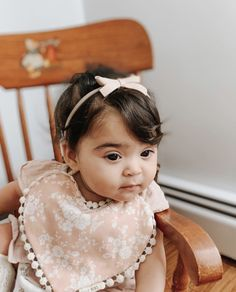 Baby girl Valentine's Day outfit Little Babies, Cute Babies, Well Dressed Kids, Billy Bibs, Kids Outfits, Cute Outfits, Newborn Essentials, Stylish Baby, Eyelet Lace